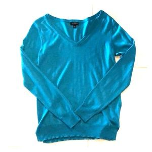 THE LIMITED: Women's lightweight V-neck sweater